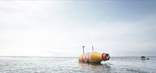 Solo giant message in a bottle