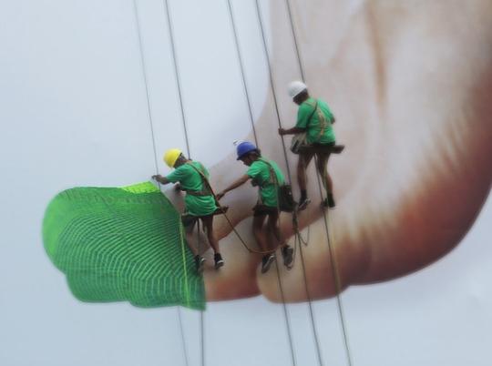 Live knitting Nike