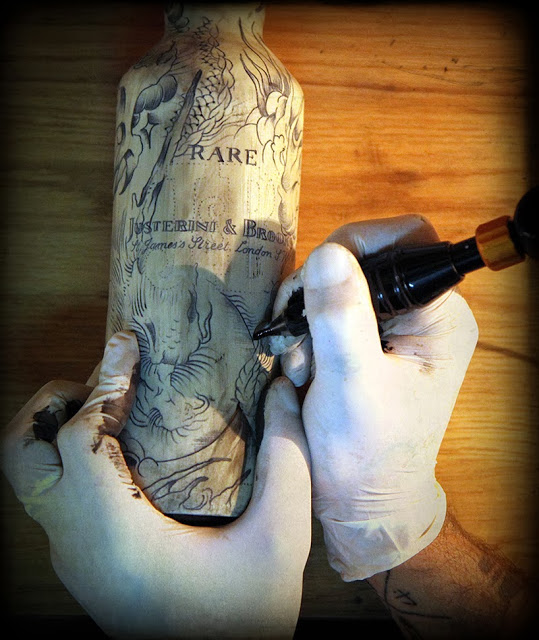 Botella tatuada
