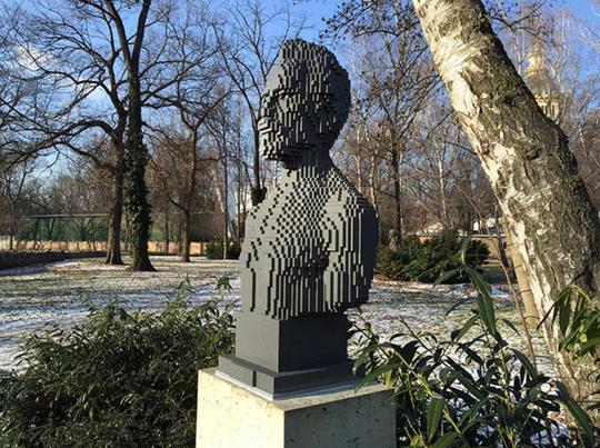 estatua lego