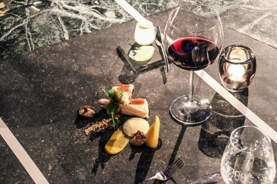 restaurante-en-el-suelo